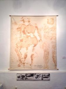 Elizabeth Romero Betancourt, de Xipeme: Tintura vegetal sobre lienzo, grafito, laca, 1999.  Documentación fotográfica del performance de Maritza López.